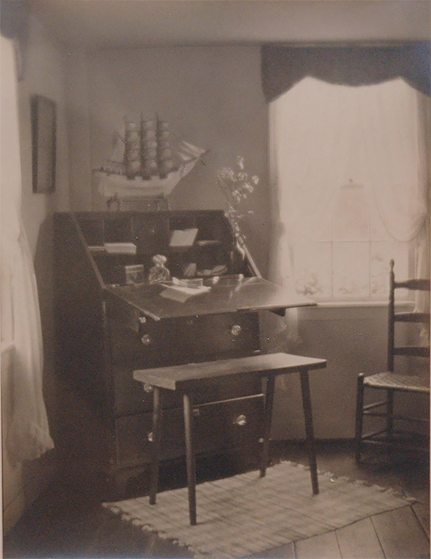 Untitled (Interior with writing desk), 1921<p>© Margaret Watkins</p>